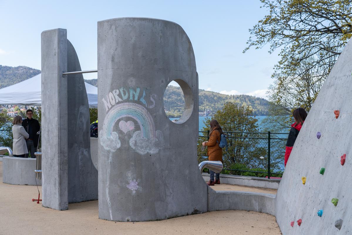 Lydbølgen i Bergen. Parkourelementer og utsikt over fjorden