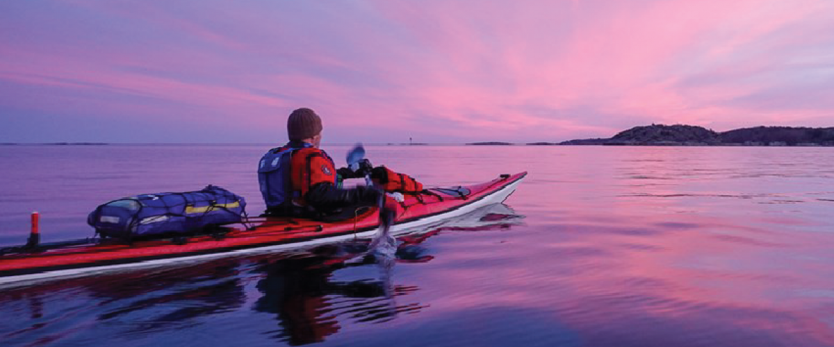 Kajakkpadling på rolig sjø