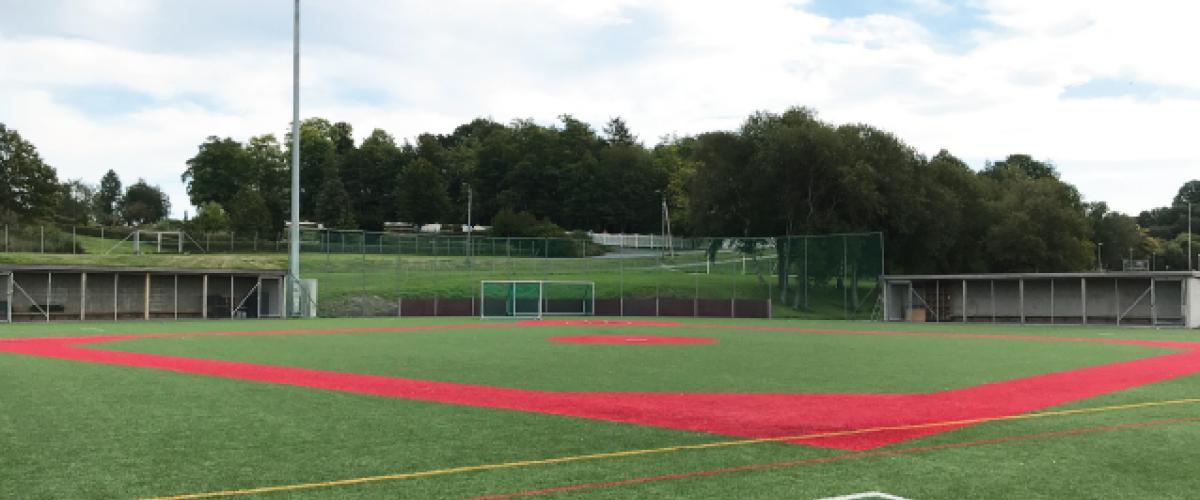 Kunstgressbane med baseballoppmerking