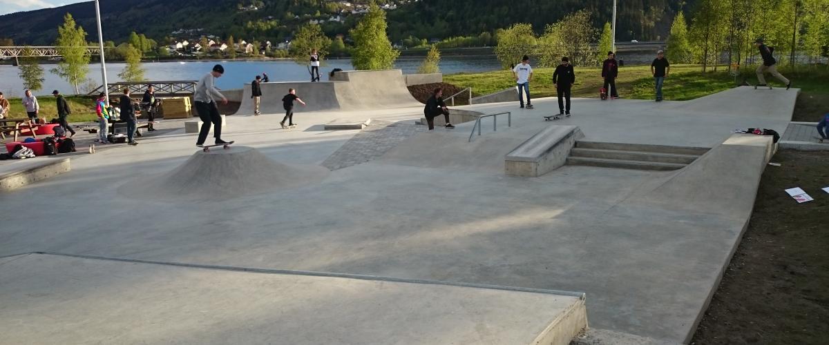 Lillehammer skatepark på åpningsdagen med øverste plan i bruk