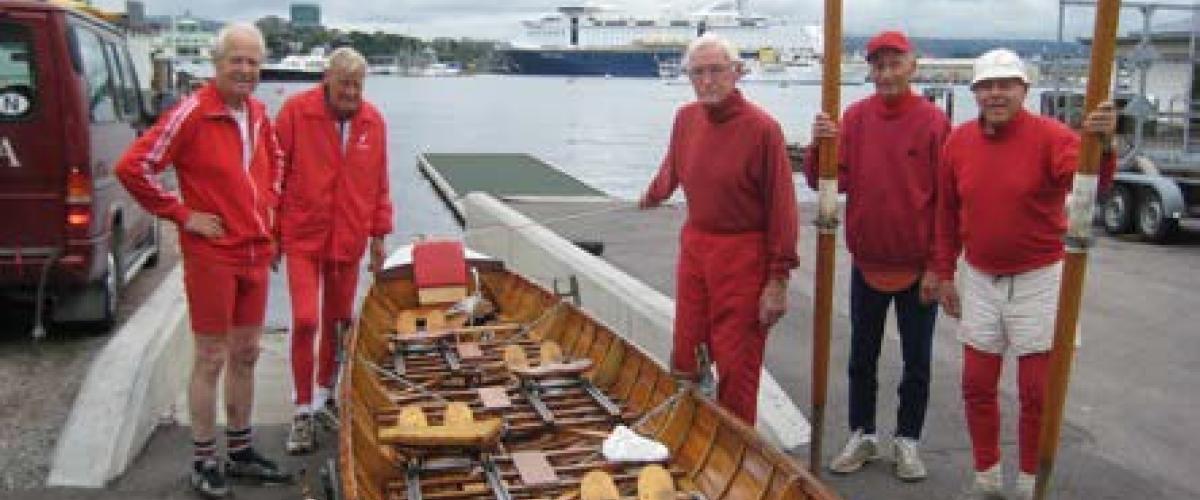 5 gamle gutter på over 80 år klare for å sette til sjøs.