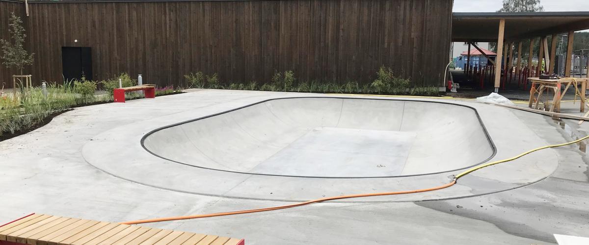 Skatebowl og benker Glommasvingen skole