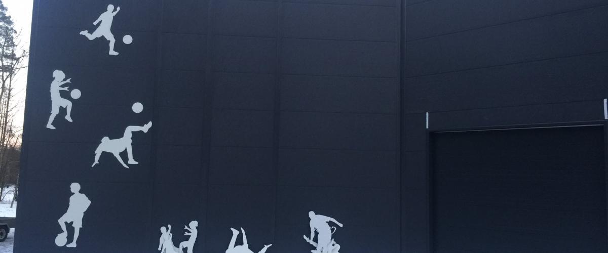 Dekorativ utside på Vestfoldhallen