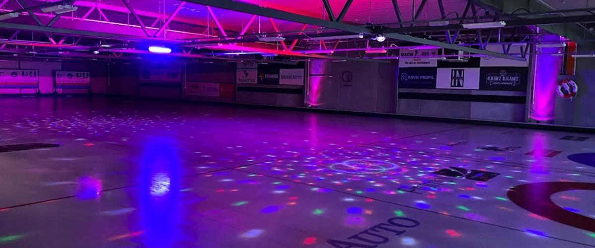 Discolys i curlinghallen i Kuleisen