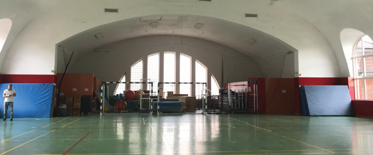 Innsiden av idrettshall