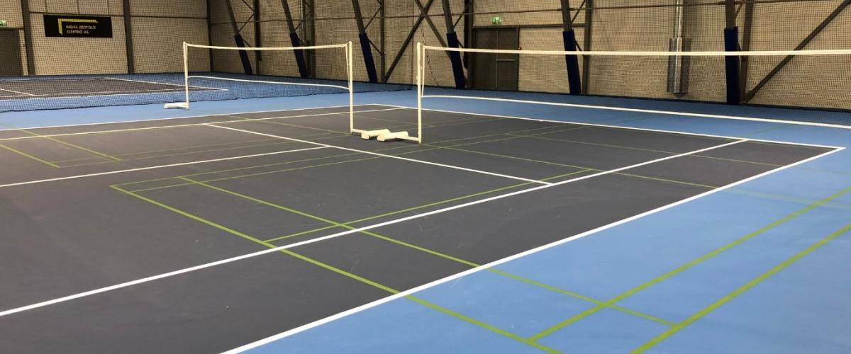 Gulvmarkeringer for flere racketsporter