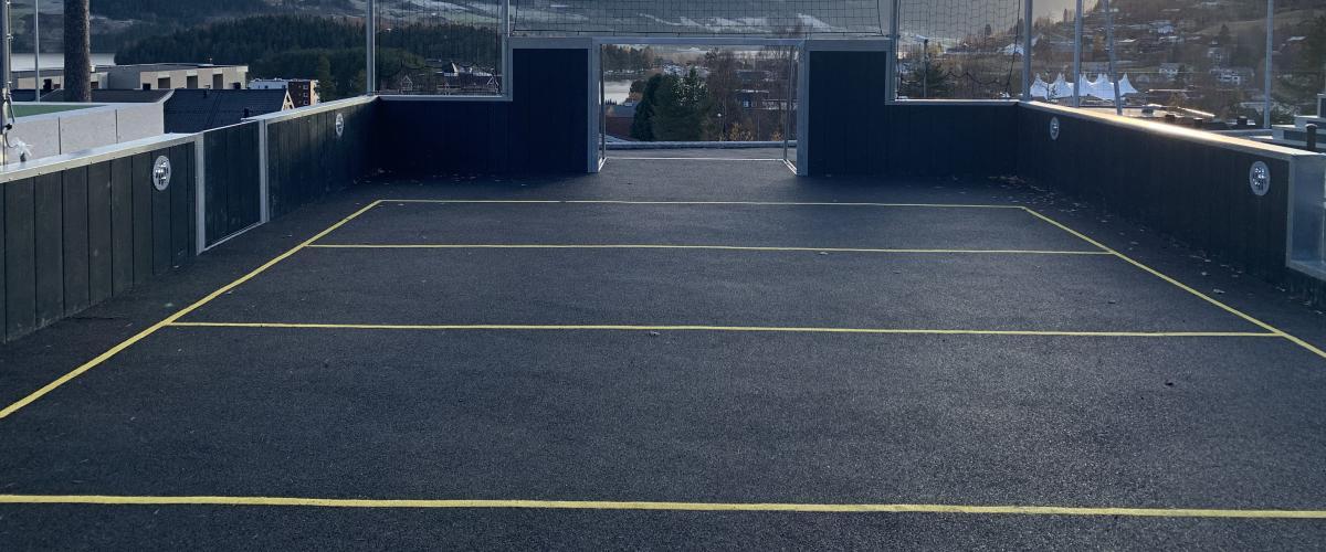 Ballbinge med asfaltsdekke