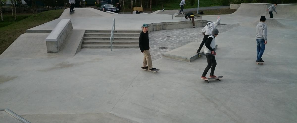 Lillehammer skatepark i bruk av skatere