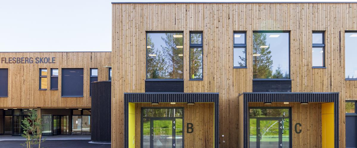 Fasadebilde Flesberg skole inngang B og C