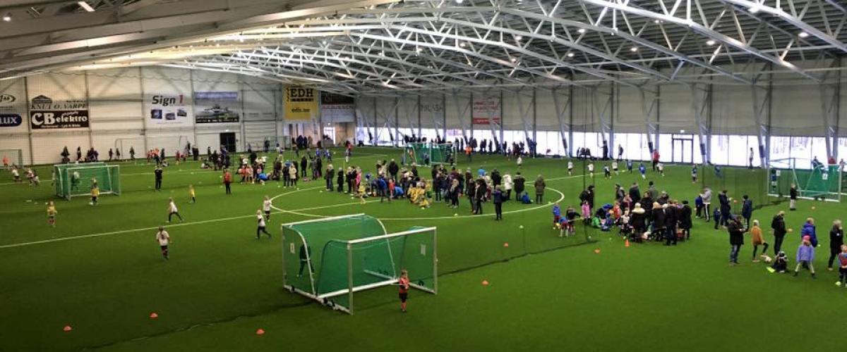 Vestfoldhallen med mange barn på trening