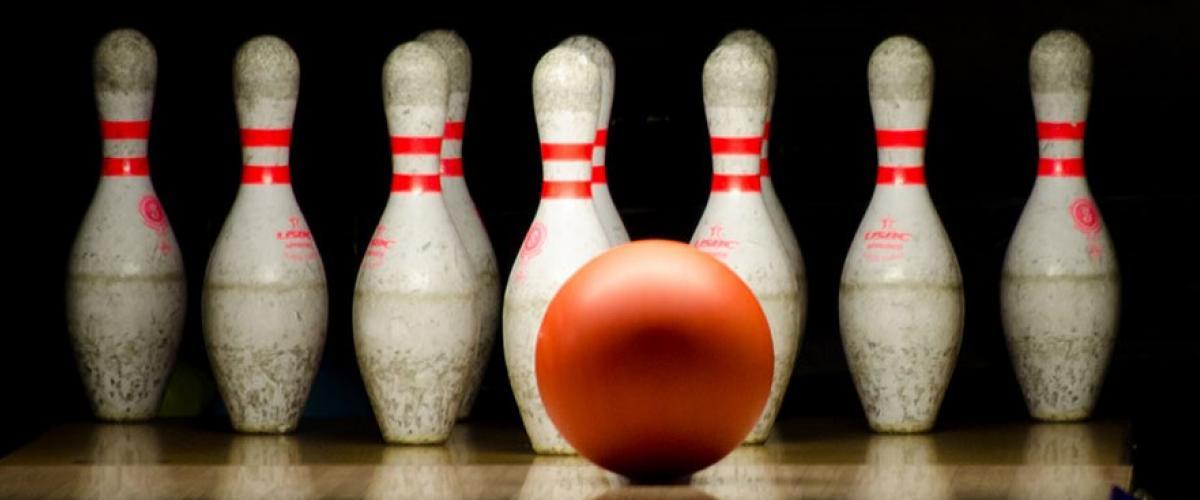 Bowlingklot og kjegler