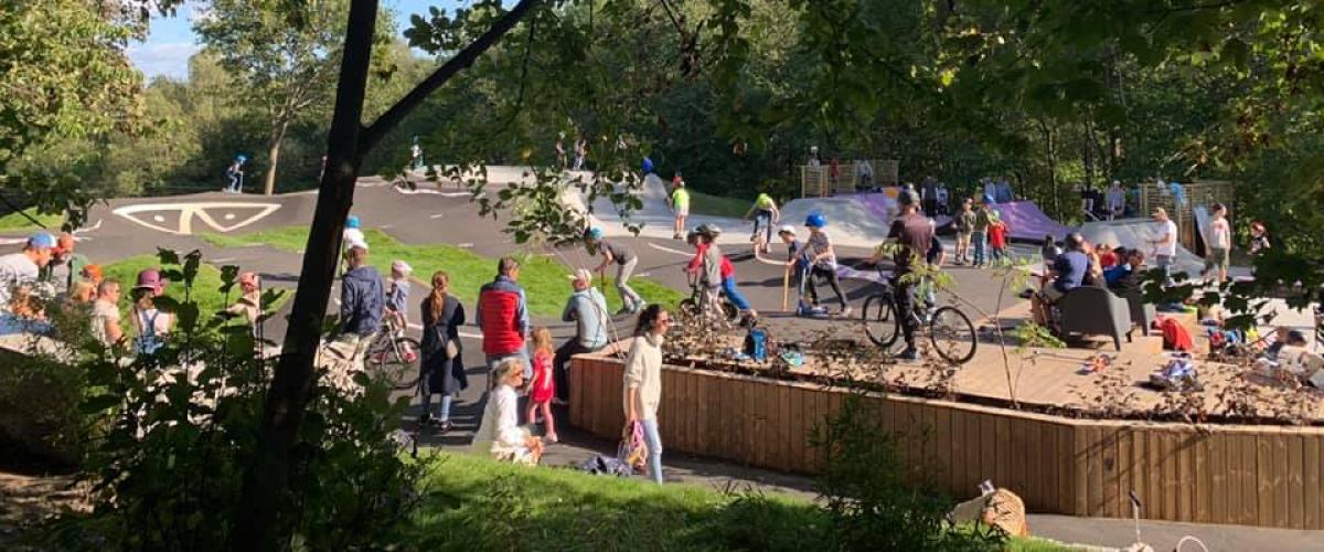 Mye folk i Hvalstad Aktivitetspark