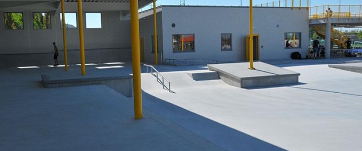 Skatebane under tak og klubbhus