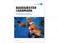 Forside til rapport, med illustrasjon av barn i basseng.